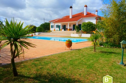 Luxury villa with 4 suites, 14x8 swimming pool and 5000 m2 land – Rio Maior
